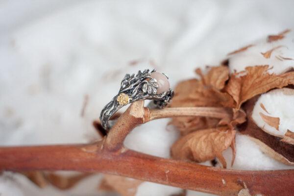 Серебряное кольцо с позолотой и полевым шпатом