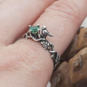 Помолвочное кольцо из серебра с изумрудом «Майликки»