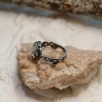 Кольцо в цветочном стиле с лунным камнем