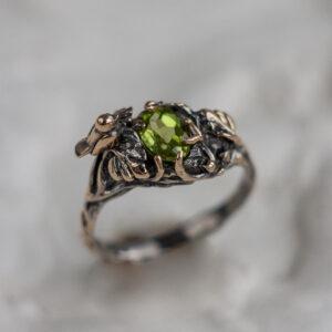 Бронзовое кольцо с хризолитом