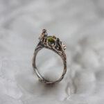 Бронзовое кольцо с птичкой