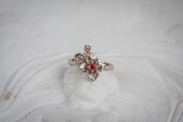 Золотое кольцо с оранжевым сапфиром