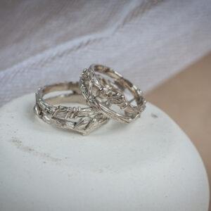 Золотые обручальные кольца-веточки