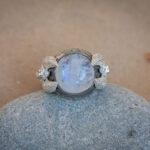 Перстень с лунным камнем и ангелами