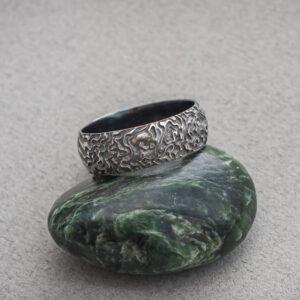 Фактурное мужское кольцо из серебра
