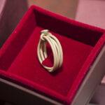 Золотое кольцо в геометрическом стиле