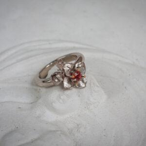 """Золотое кольцо с жасмином и оранжевым сапфиром """"Лето"""""""