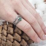 Лесные кольца с изумрудом