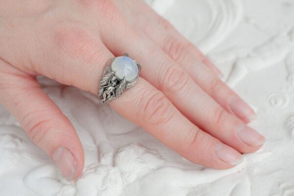 Крупное серебряное кольцо