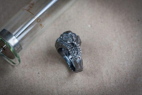 Серебряный перстень с гематитом