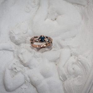"""Необычное помолвочное золото кольцо с сапфиром """"Мартлет"""""""