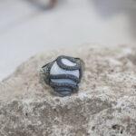 Кольцо с кахолонгом и змеей