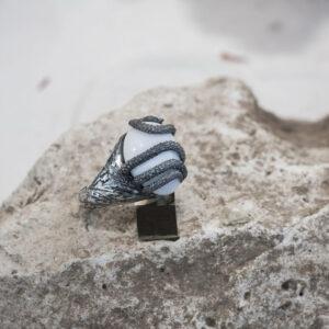 Мужское кольцо со змеей