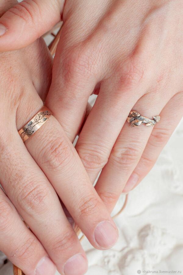"""Золотые обручальные кольца с эффектом старины """"Дуо"""""""