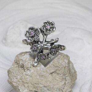 """Серебряное кольцо с розовыми фианитами """"Сакура"""""""