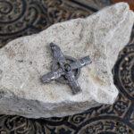 Языческий крест с рунами и сапфиром