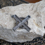 Серебряный крест с черным сапфиром с рунами Солнечное Колесо