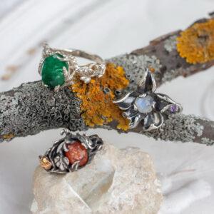 Кольцо цветок из серебра с лазуритом и кристаллом алмаза «19 Век»