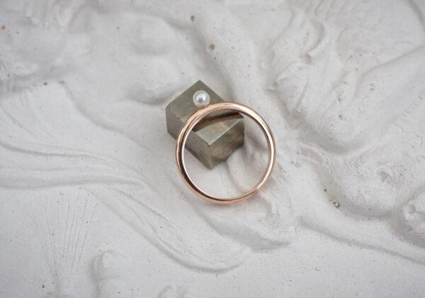 тонкое кольцо с жемчугом