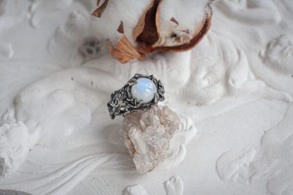"""Серебряное кольцо с лунным камнем """"Тайга"""""""