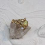 Бронзовое кольцо с позолотой и опалом