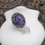 Кольцо с натуральным чароитом