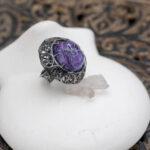 Готическое кольцо с чароитом
