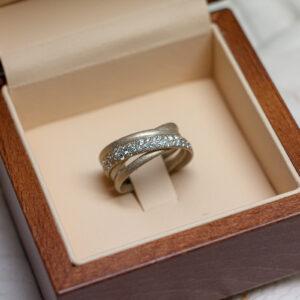 """Помолвочное кольцо из белого золота 750 и бриллиантов """"Фрост"""""""