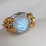Кольцо с крупным лунным камнем