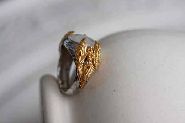 Перстень с лунным камнем