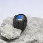 мужское кольцо с синим лабрадоритом