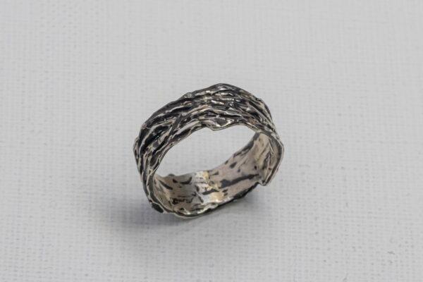 Широкое мужское серебряное кольцо
