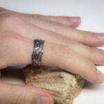 необычное кольцо для парня из серебра