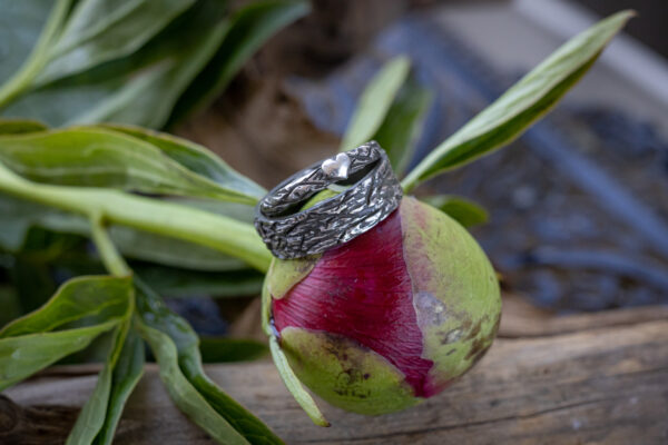 серебряное кольцо с сердцем