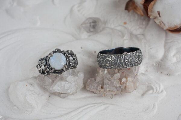 Фактурные обручальные кольца из серебра