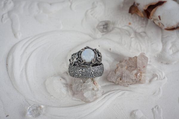 Обручальные кольца с древесной фактурой