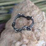Серебряное кольцо с цветами и листиками
