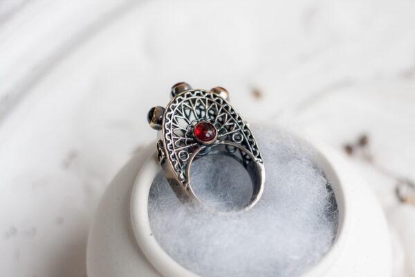 Эксклюзивное кольцо в готическом стиле