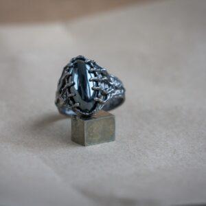Фантастическое мужское кольцо из серебра