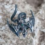 Серебряное кольцо-дракон с изумрудами