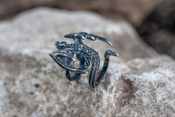 Серебряное кольцо в форме дракона