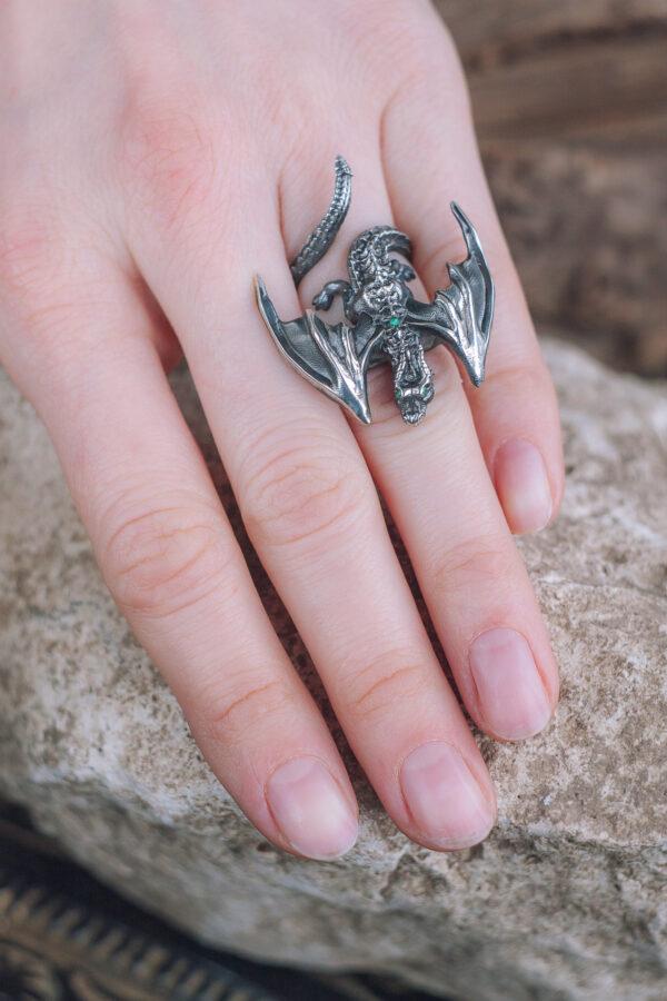 Фэнтезийное кольцо с драконом