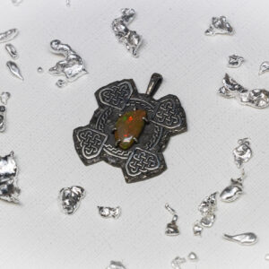 Кулон из серебра с опалом и скандинавским орнаментом