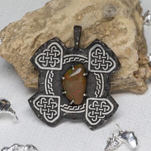 Кельтский кулон с опалом