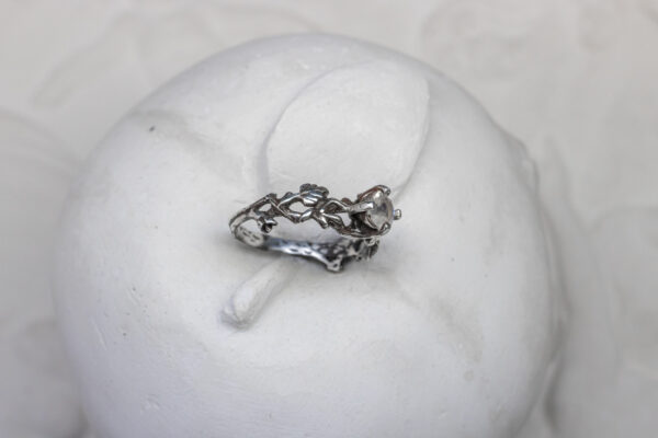 Лесное серебряное кольцо с лунником