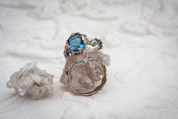 Помолвочное кольцо с топазом