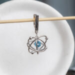 Стильные серебряные серьги с топазами