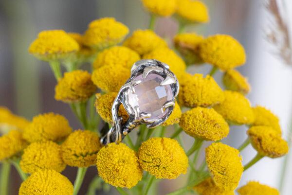 Серебряное кольцо с ограненным розовым кварцем