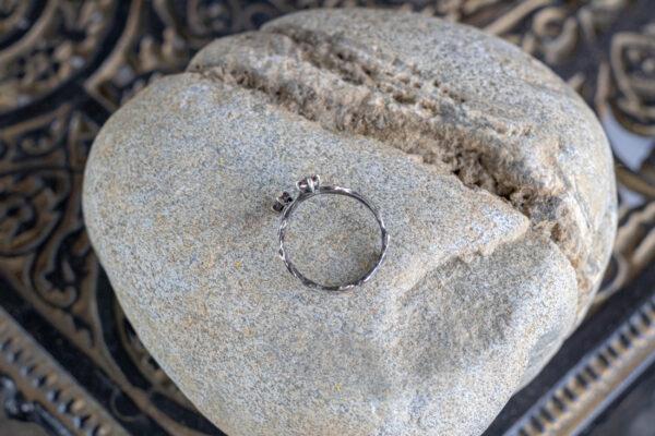 """Серебряное кольцо с бирманской шпинелью """"Поцелуи"""""""