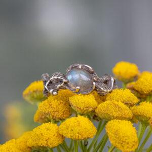 Эльфийское серебряное кольцо с лабрадоритом